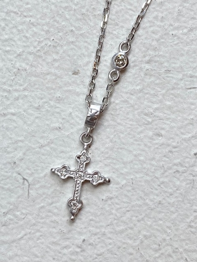 PETITE GOTHIC CROSS NECKLACE